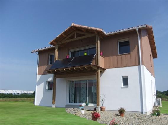 Maison neuve avec bardage bois à l'étage en collaboration avec le cabinet d'architecutre Wilfrid SURGET sur la commune de ROUANS - 44640